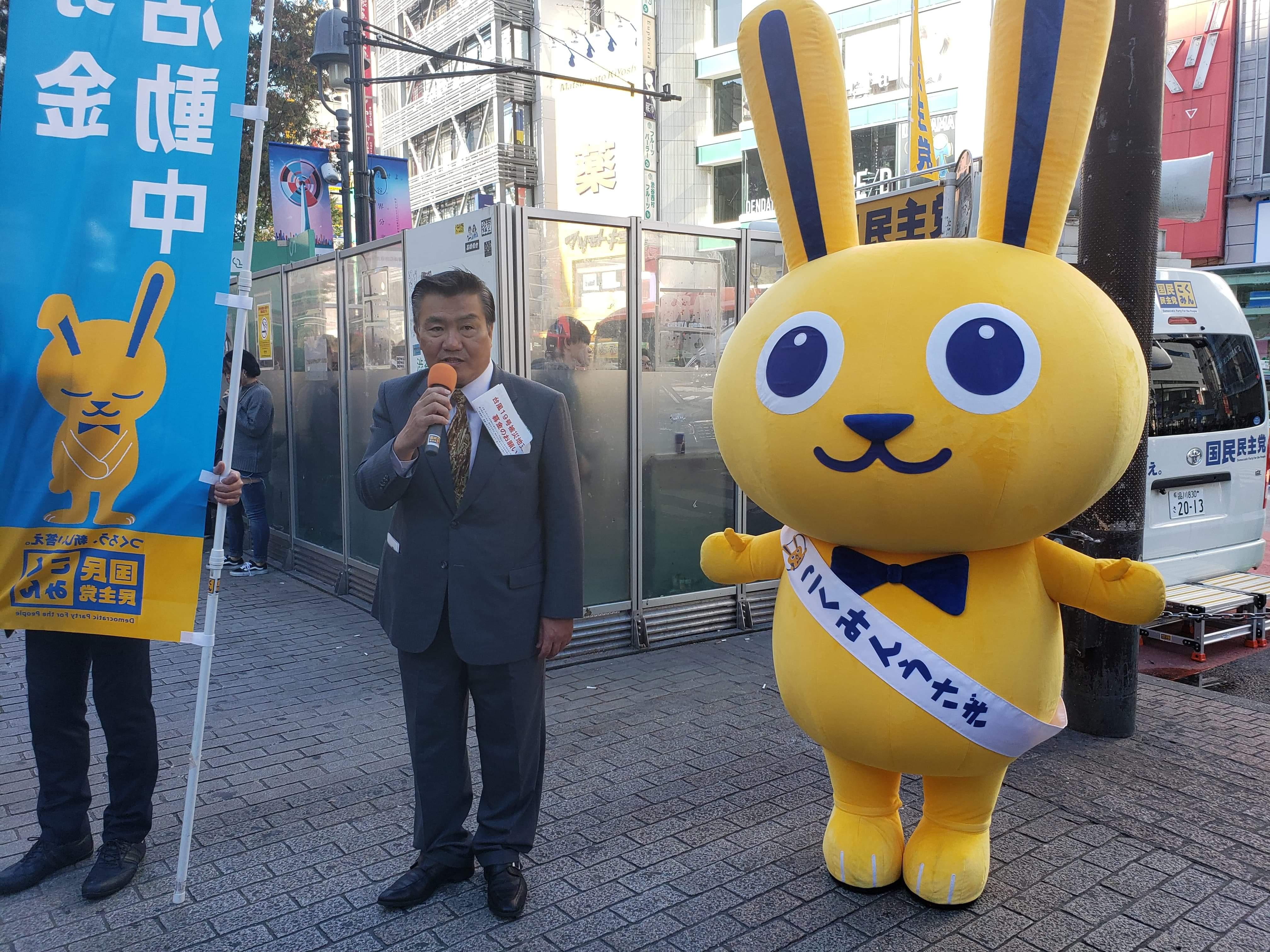 渋谷駅スクランブル交差点で